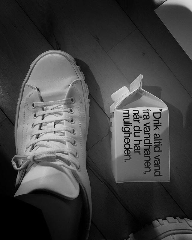 Drikk alltid vann fra krana, når du har muligheten! #banplasticbottles #holzweiler #copenhagenfashionweek