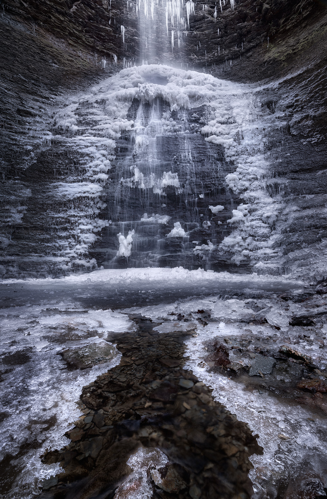 The space between the ice on the left and right of the foregroundis about 10inches. The waterfallin the upper frame is at least 70ft tall!