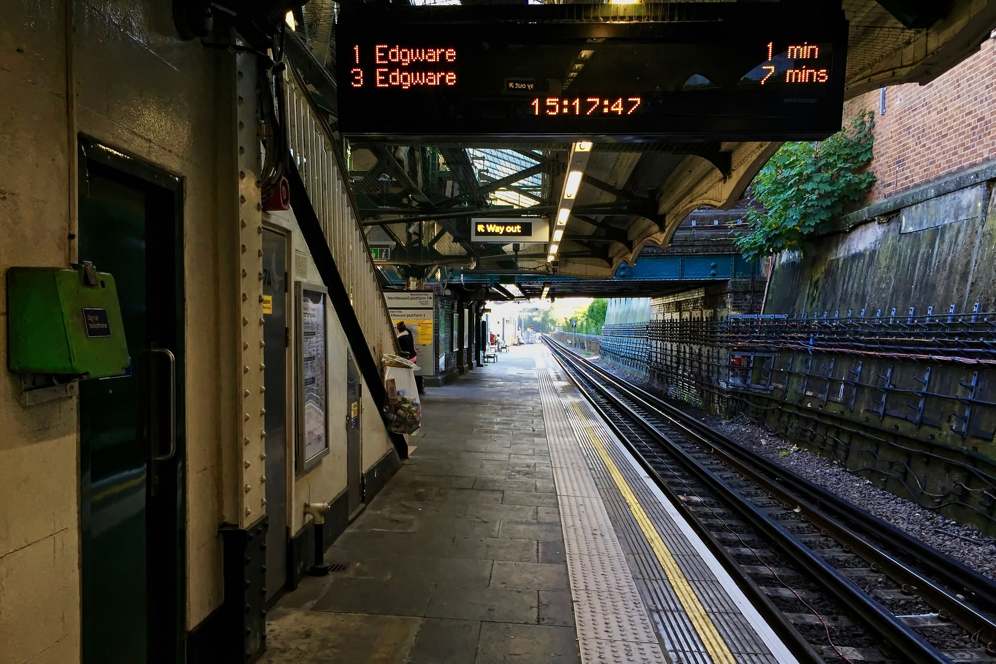 Colindale tube station, northbound platform