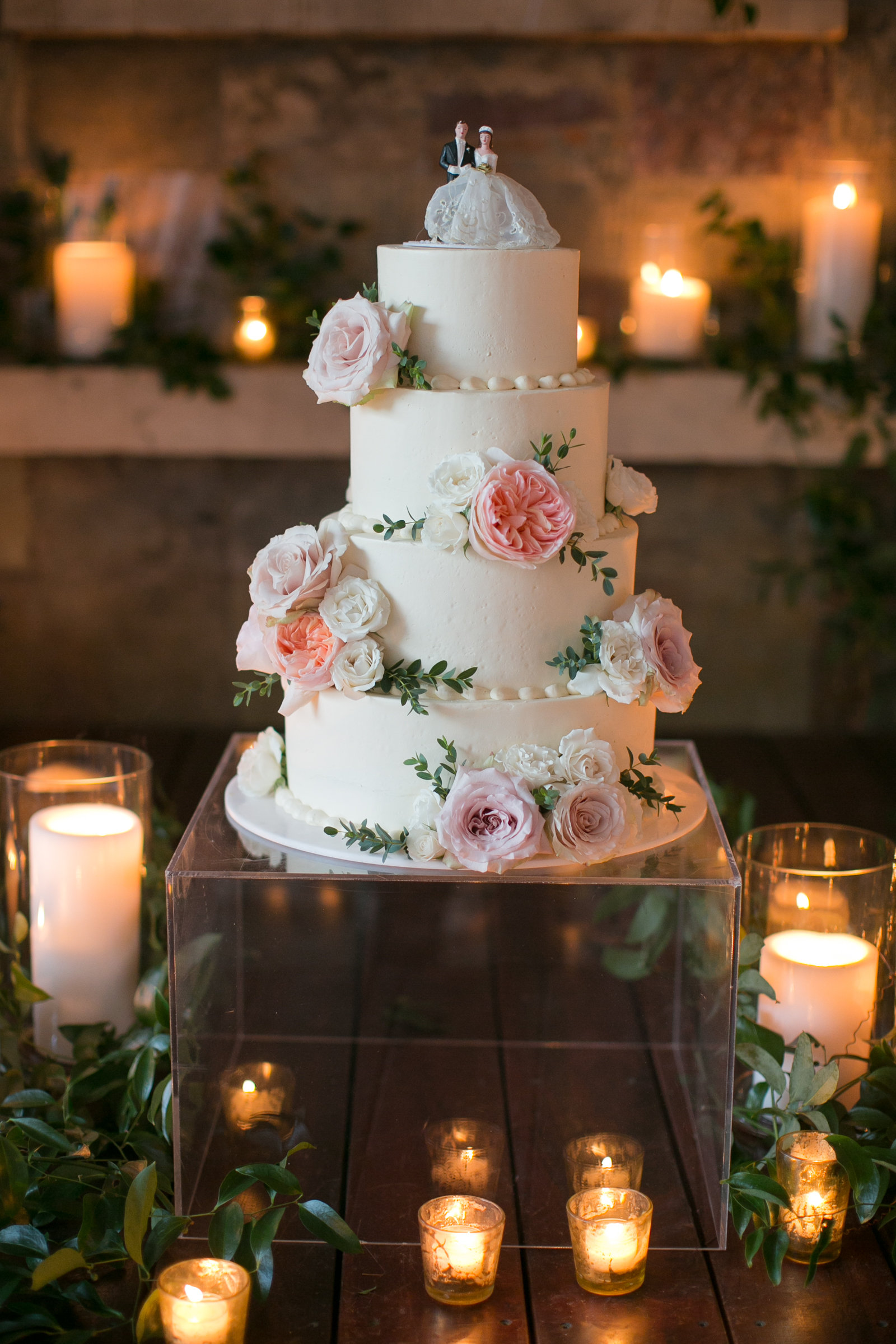 Photo: Janeane Marie Photography // Cake: Barr Mansion // Decor: STEMS Floral & Design