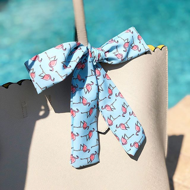 I could not be any happier to introduce you to our handbag Bow 🎀 I love accessorizing my handbags, and what better way to do so, by adding a custom Fabric Bow that I designed 🙆🏼♀️ ⠀⠀⠀⠀⠀⠀⠀⠀⠀ It is soft, durable and custom handmade  in our #Miami studio @triangularstudio 💕 printed by @spoonflower ⠀⠀⠀⠀⠀⠀⠀⠀⠀ #triangularstudio #fabric #surfacepatterndesign #patterndesign #designer #graphicdesign #miami #surfacepattern #patterndesigner