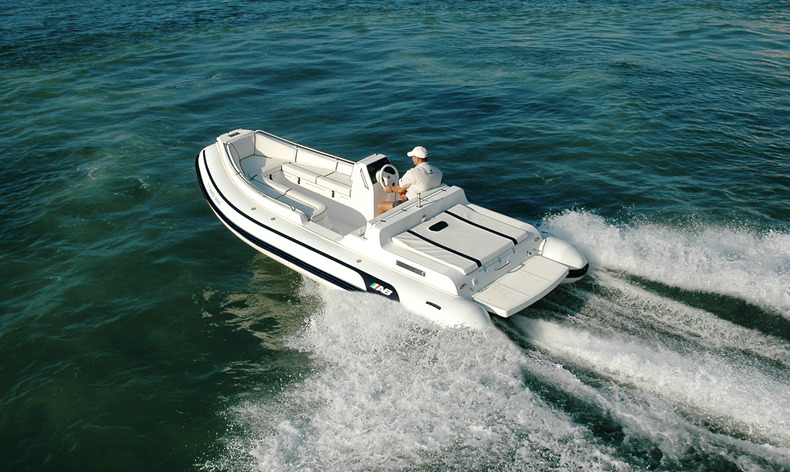 Nautilus 19 DLX I-O     AB Inflatables luxury-console tender Nautilus series offer outstanding maneuverability and excellent craftsmanship.
