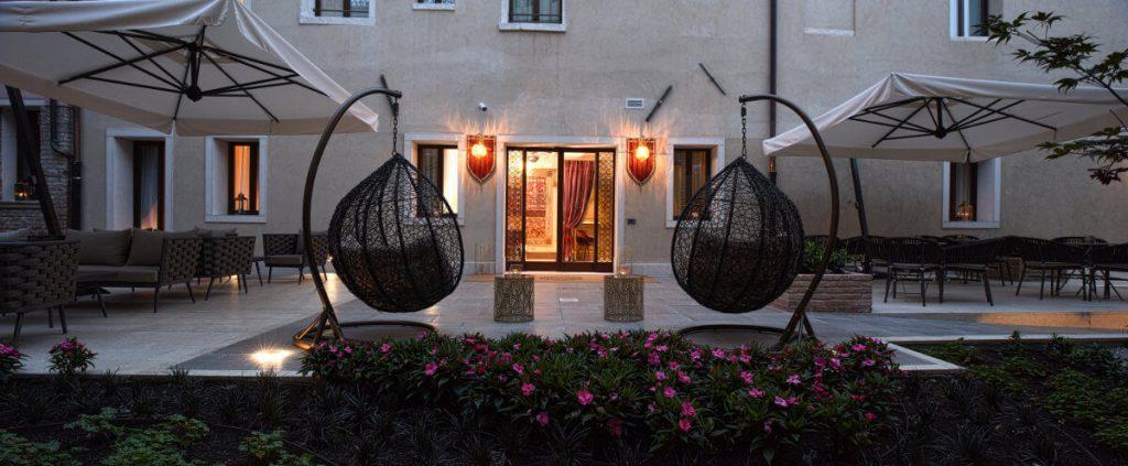 Santa-croce-boutique-hotel-Esterno-hotel-2-1024x423.jpg