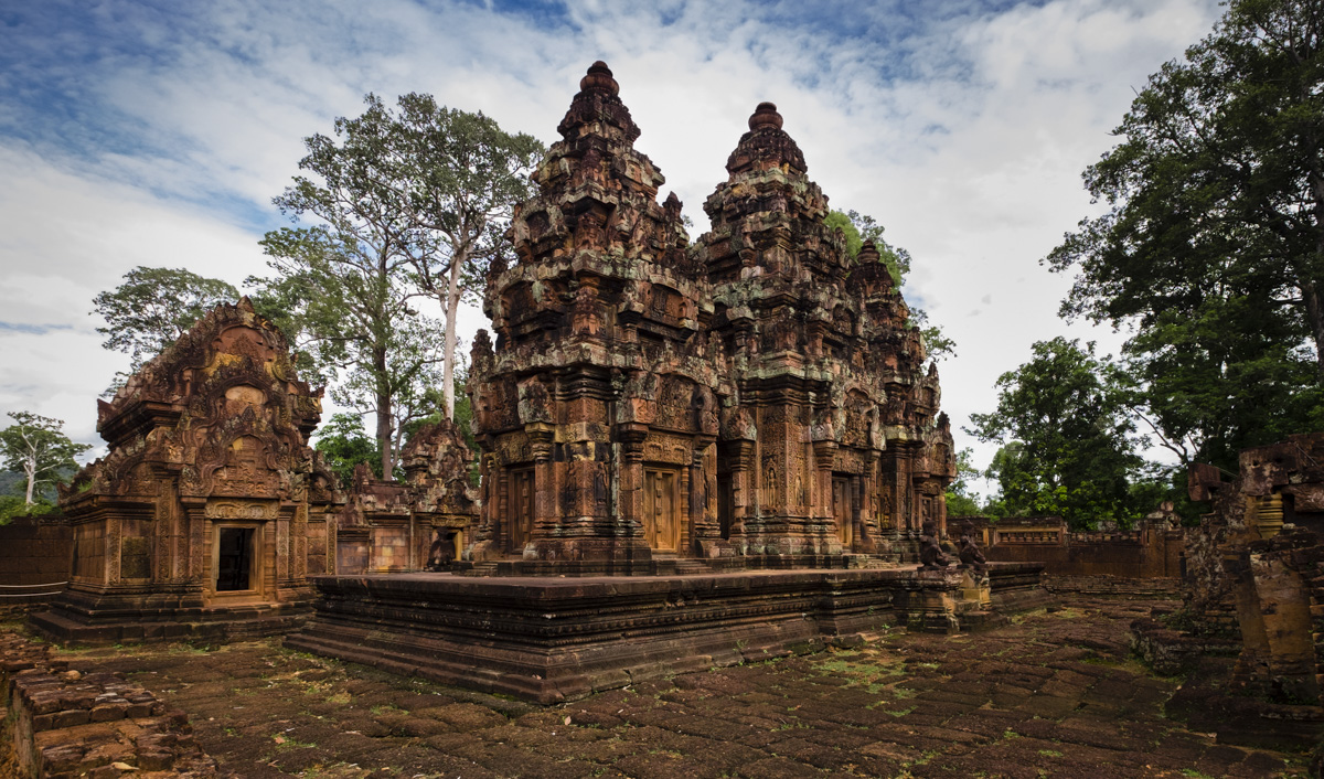 Inside the inner sanctum with the mandapa and central tower. Banteay Srei Angkor, Cambodia.