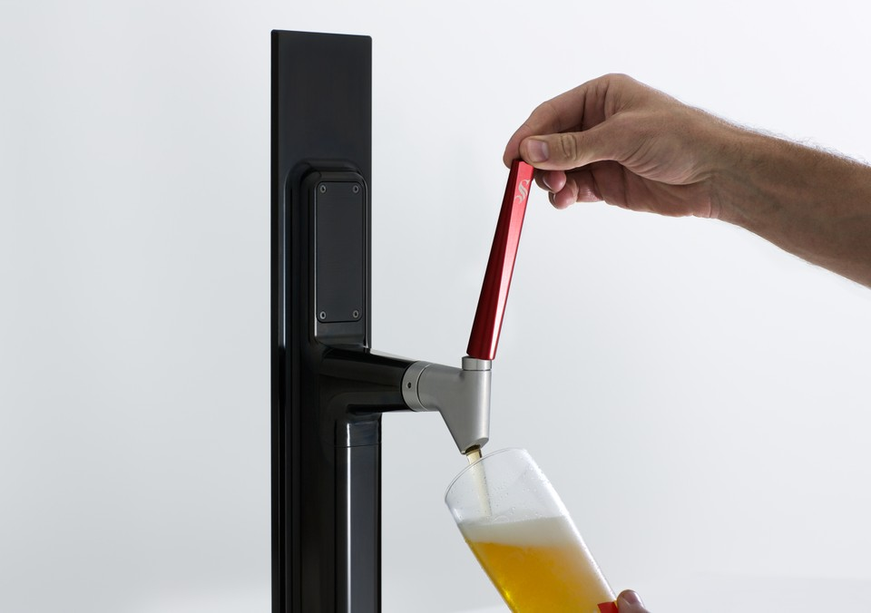 Steinlager_Pure_Tap_Pouring.jpg