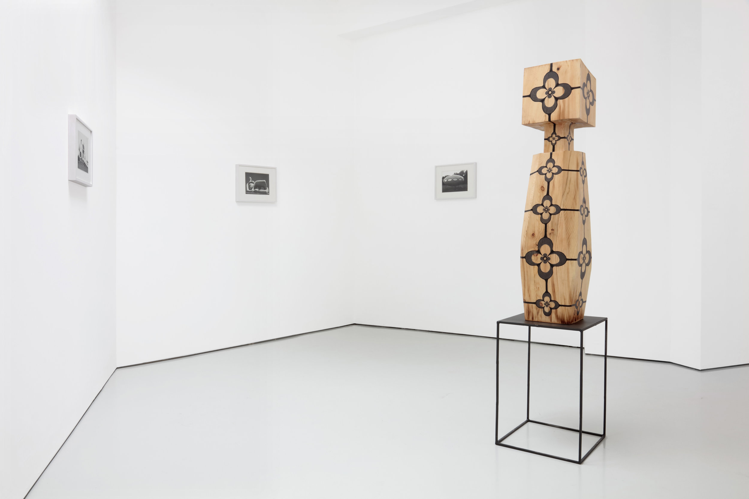 FOREGROUND  Untitled Figure , 2017 Pine, steel and graphite 68 x 16 x 16 Installation view, Luce Gallery, Torino, Italy, 2017. Image courtesy of Luce Gallery.