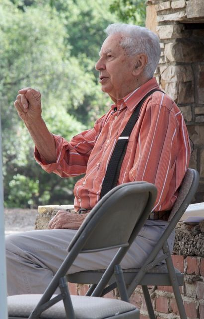 BILL LE PAGE at Meher Mount sharing his stories of being with Avatar Meher Baba. (Jimmy Hayman photo, 2012.)