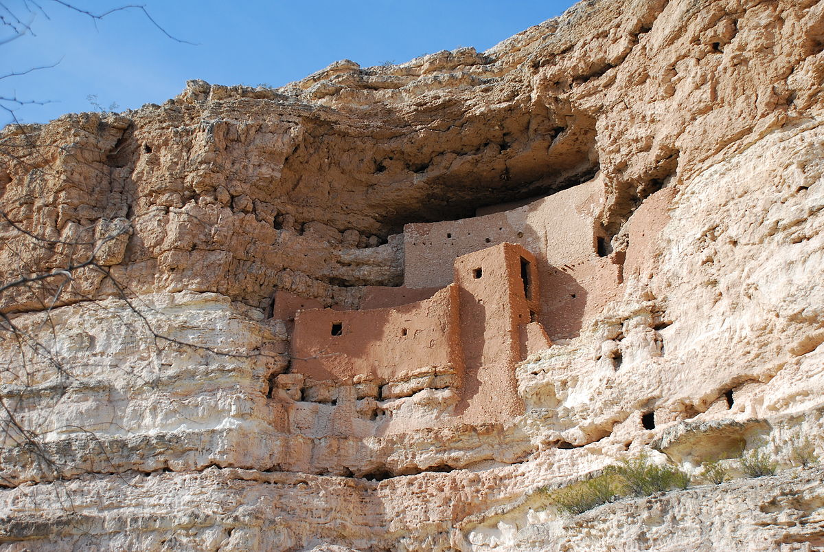 MONTEZUMA CASTLE NATIONAL MONUMENT in Arizona, a well preserved cliff dwelling of the Sinagua people. (Photo:  Wikimedia Commons .)