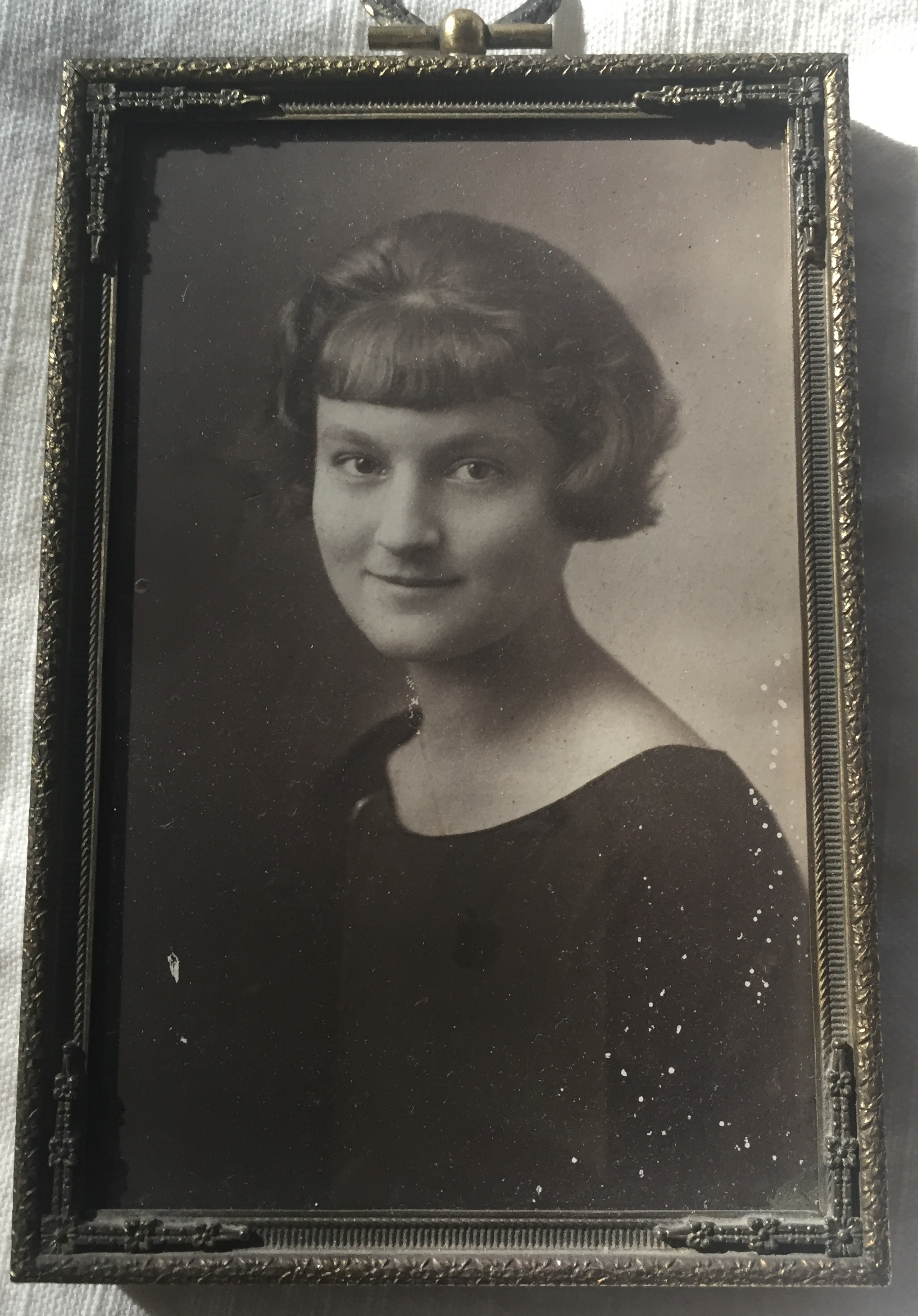 THE HIGH SCHOOL PHOTOGRAPH of Agnes Baron that she gave to Ken and Len Ceder. She graduated high school in 1923. (Source: Len Ceder)