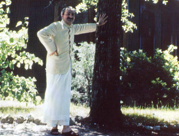 """AVATAR MEHER BABA standing outside the """"Guest House"""" at the Meher Spiritual Center in Myrtle Beach, SC, in 1952. (Photo:  Glow International )"""