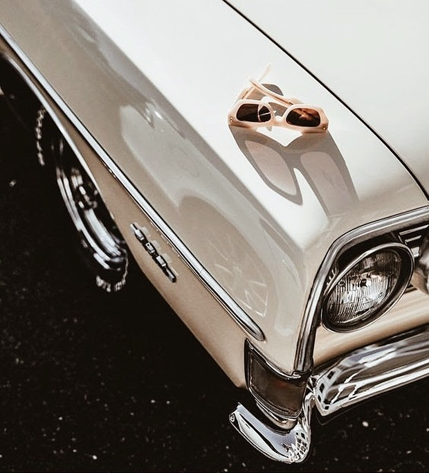 Undeniably chic 〰️ #retro #vintage #classiccars #accessories #mystyle #lookbook #inspiredby #instafashion #sunnies #personalstyle #chic #sliceofvice #celine #designer