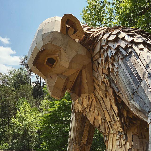 Giant wooden trolls @thomasdambo  @bernheimforest