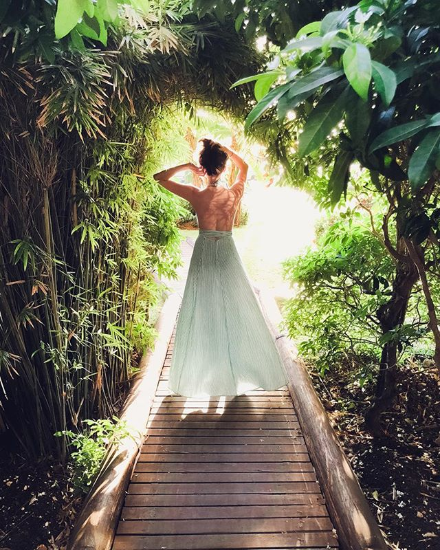 @katewinsy cinderella-ing on location in jamaica #feelthevibe #shotoniphonex