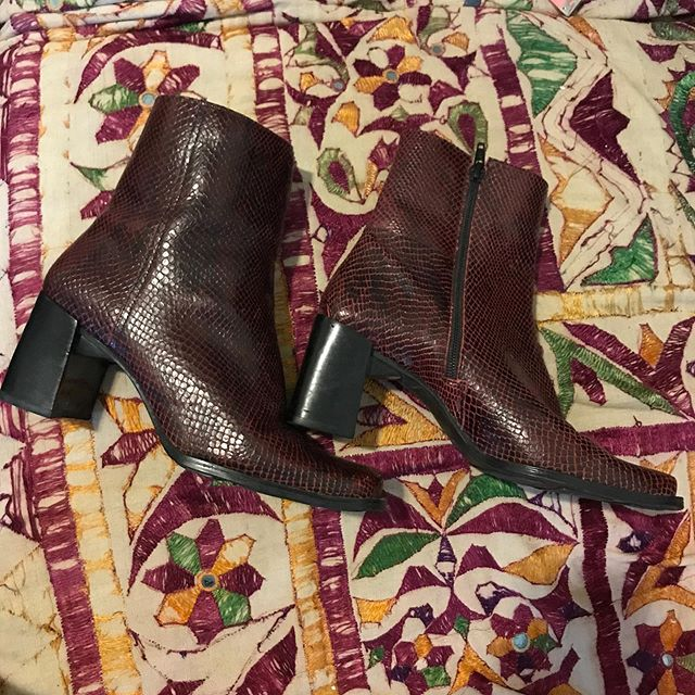 VTG, snakeskin embossed leather, ox blood boots. Chunky heel. Square toe. Excellent condition. SZ. 6.5 $32.95 #foxandfawn