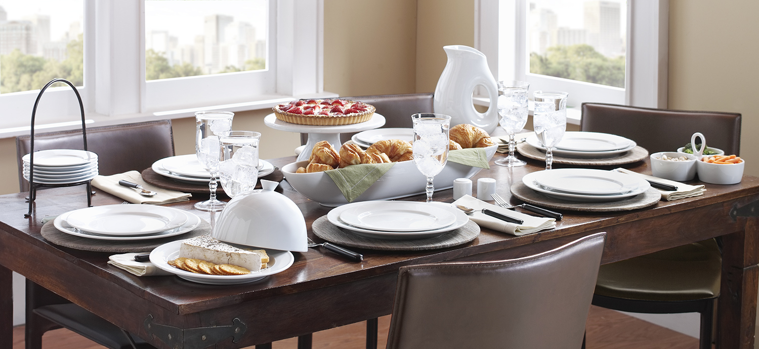an elegant mix: understatedtable set with crisp whiteware and natural hyacinth chargers