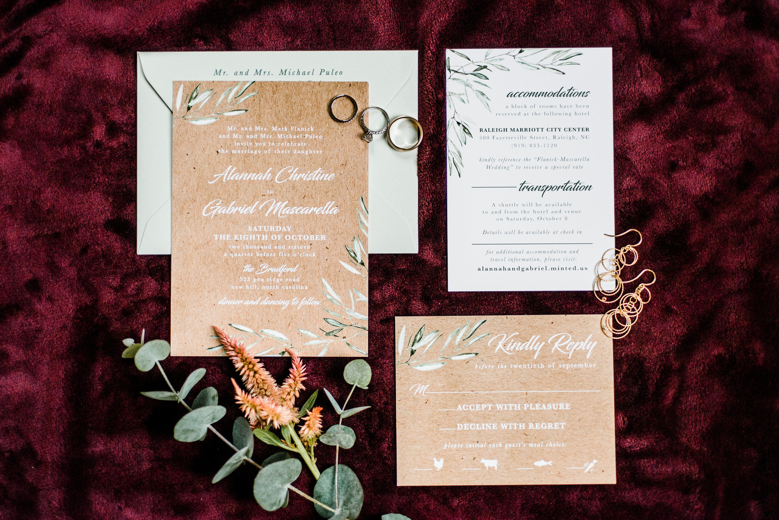 With the invitation set, you can give your guests a preview of what your day will look like. You can use florals, greenery or any print with your wedding color.This is a fun way to give your guests a little sneak peek!