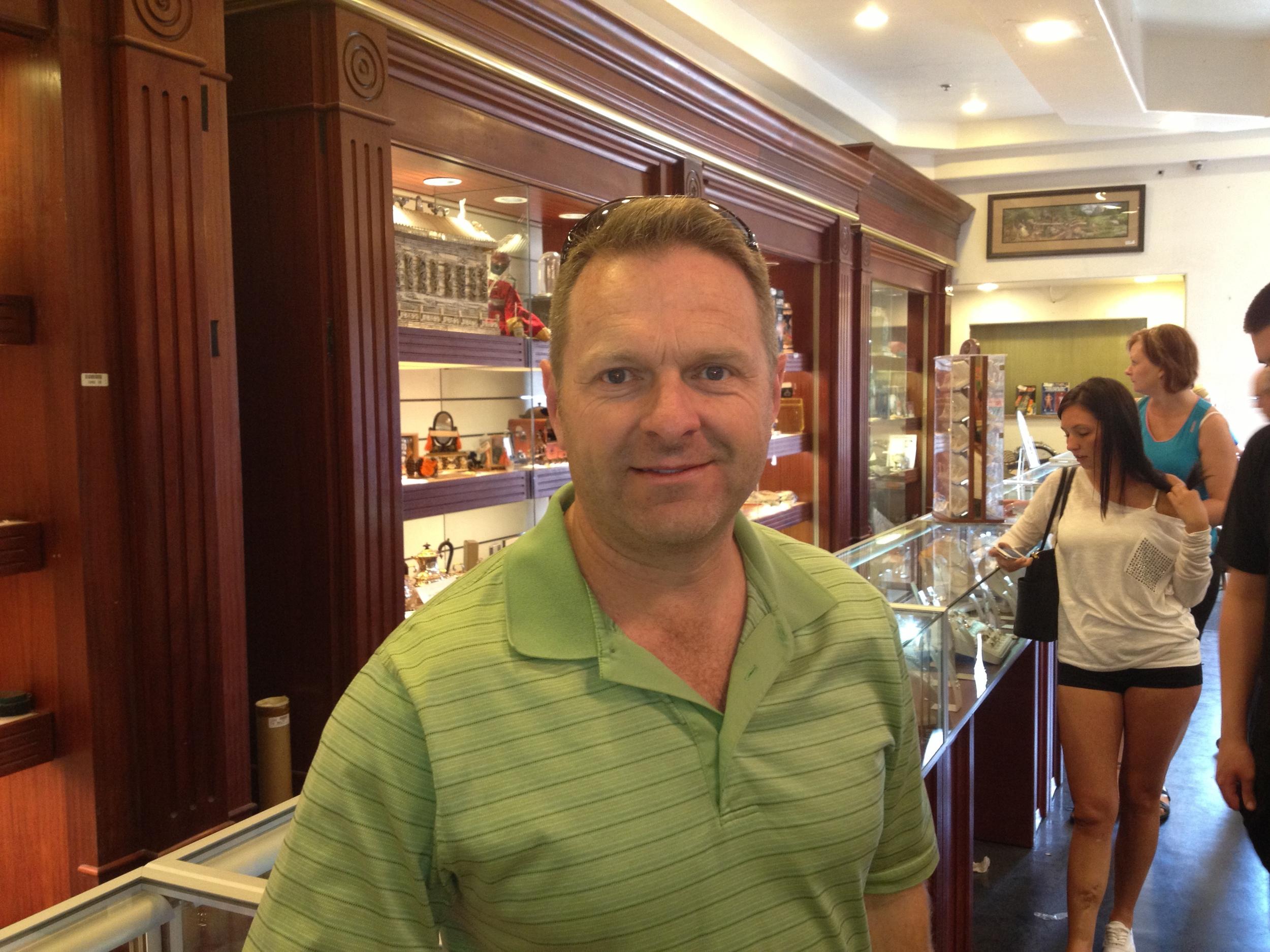 MJ at Las Vegas Pawn Stars store