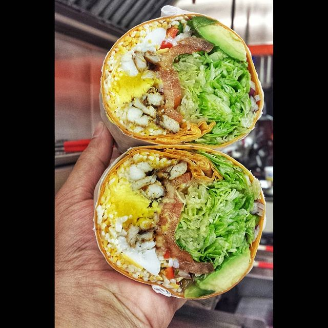 Fuel your Engine with our protein wrap. 📍@sandwichtimedeli 👇 Tag your friends!  #wrap #Chicken #eggs #Avacado #greens #balsamic #cheeese eattheworld #foodphoto #foodie #ig_foodie #eeeeeats #yummy #eatfamous #foodporn #foodpassion #bonappetit #looksdelicious