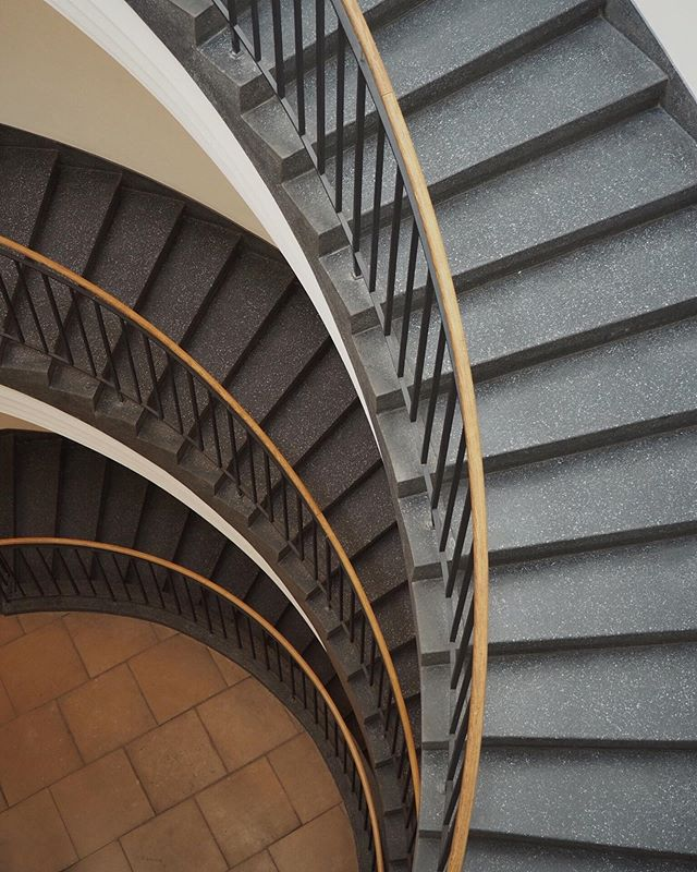 A different take on a spiral staircase • • • • • • • • • #hauptstadt #visitberlin #deinberlin #germanytourism #tv_pointofview #ig_berlin #museumberggruen #snapseed #germanvision #igersgermany #ig_germany #staircases_fireescapes #deutschland_greatshots #staircases #architecturephotography #topberlinphoto #VisitEurope #theworldneedsmorespiralstaircases #architecturelovers #berlin365 #berlin #getolympus #instafollow #worldneedsmorespiralstaircases #picoftheday #staircase #lifeofgermany #stairsdesign