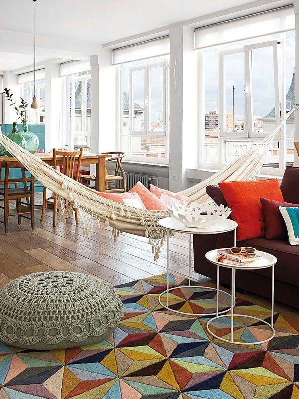 Hamac boho dans un salon moderne vintage