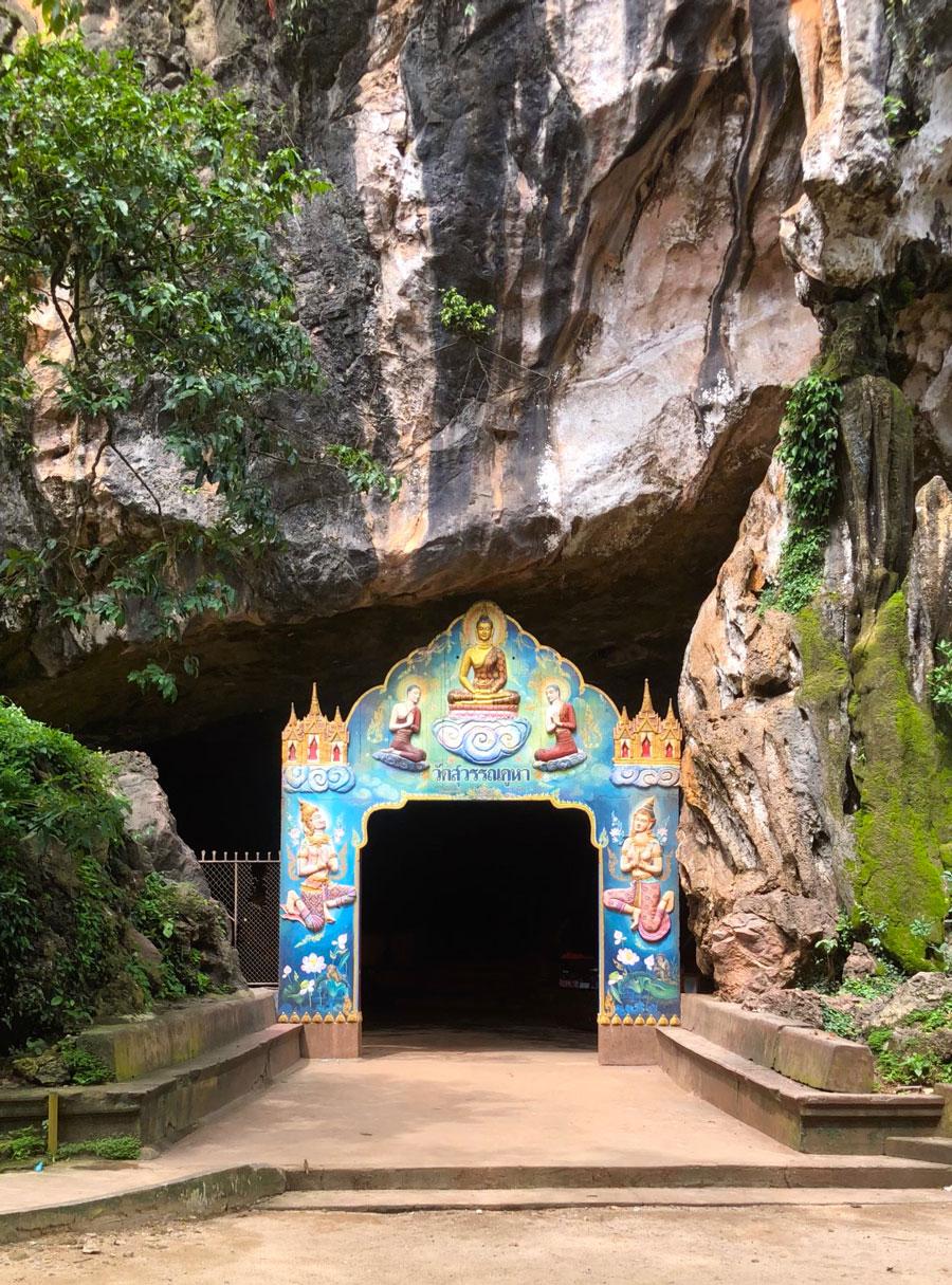 Вход в Храм Пещеру Обезьян (Ват Суван Куха)