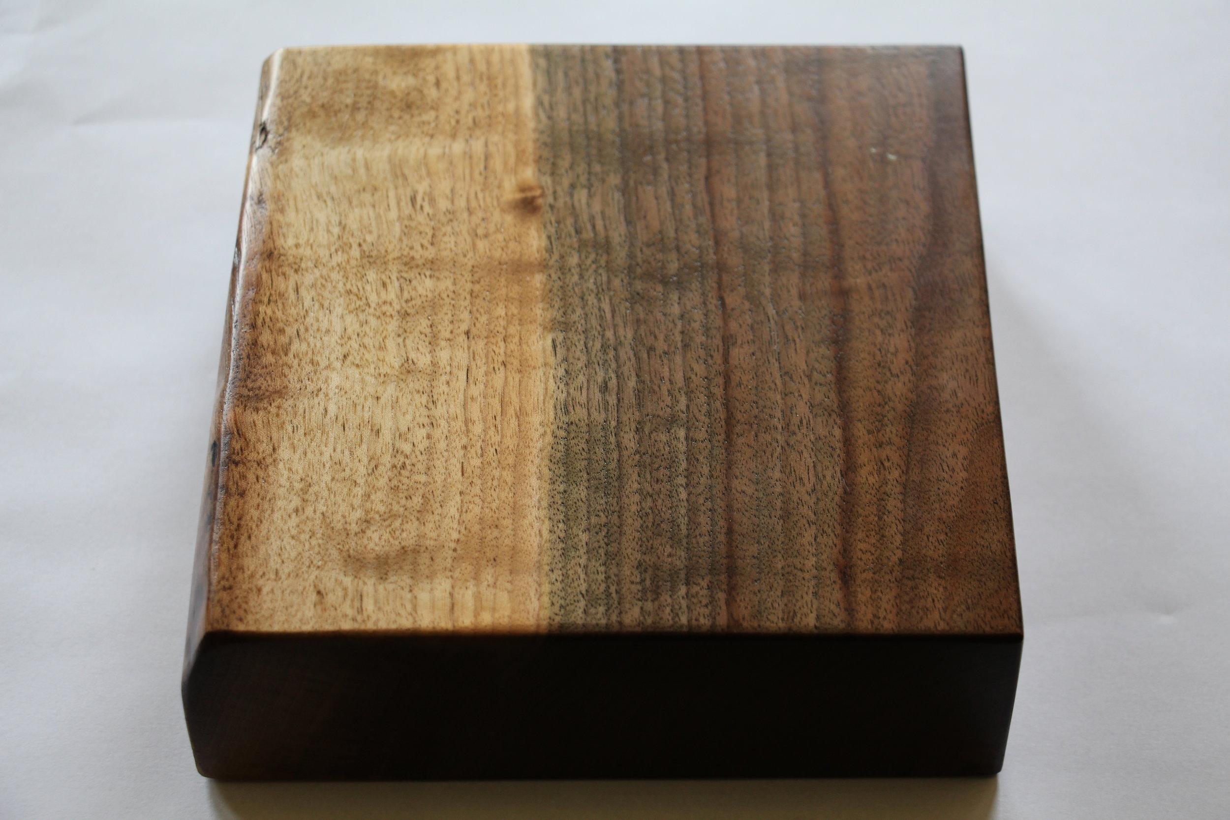 Walnut / live edge / natural / polyurethane