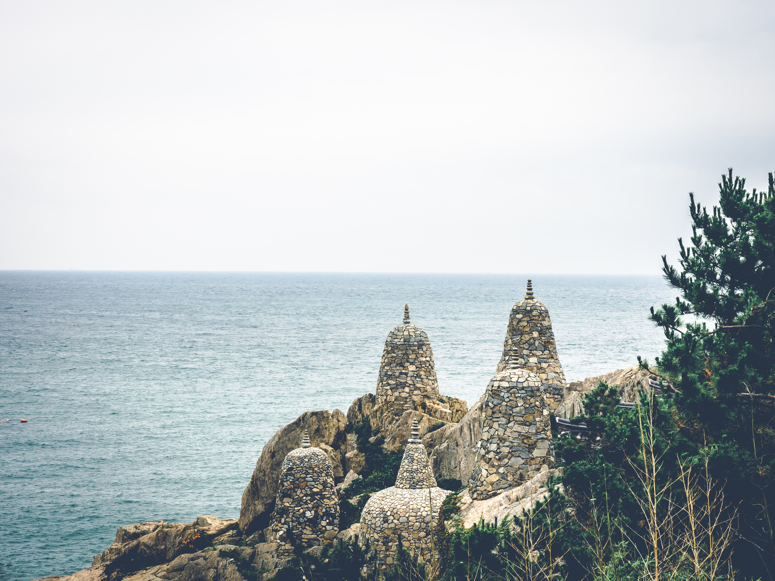 Rockstacks (cairn) and a view of the ocean