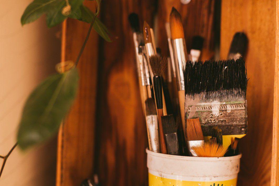 negative-space-tub-painter-artist-brushes-karyme-franca-thumb-1.jpg