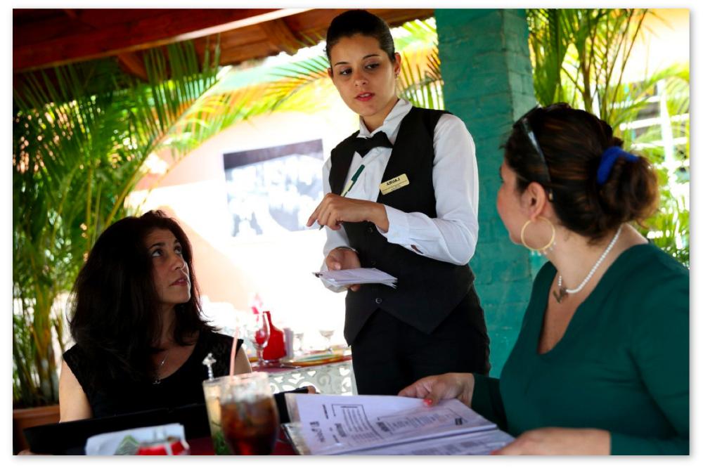 waitress-menu-dessert.png