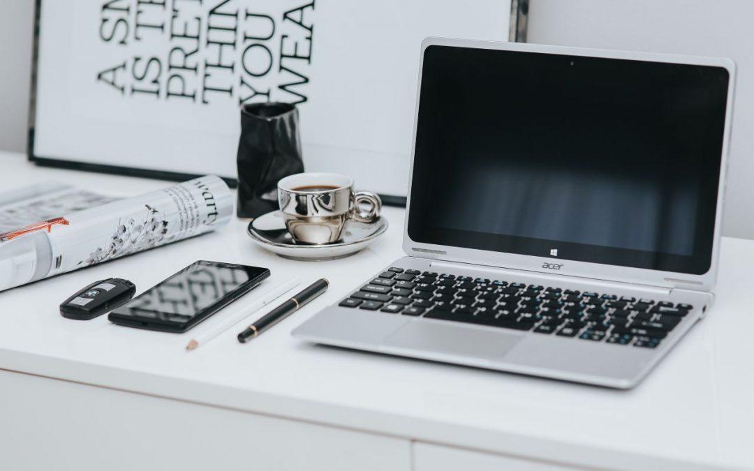 kaboompics_Laptop-computer-on-white-desk.jpg