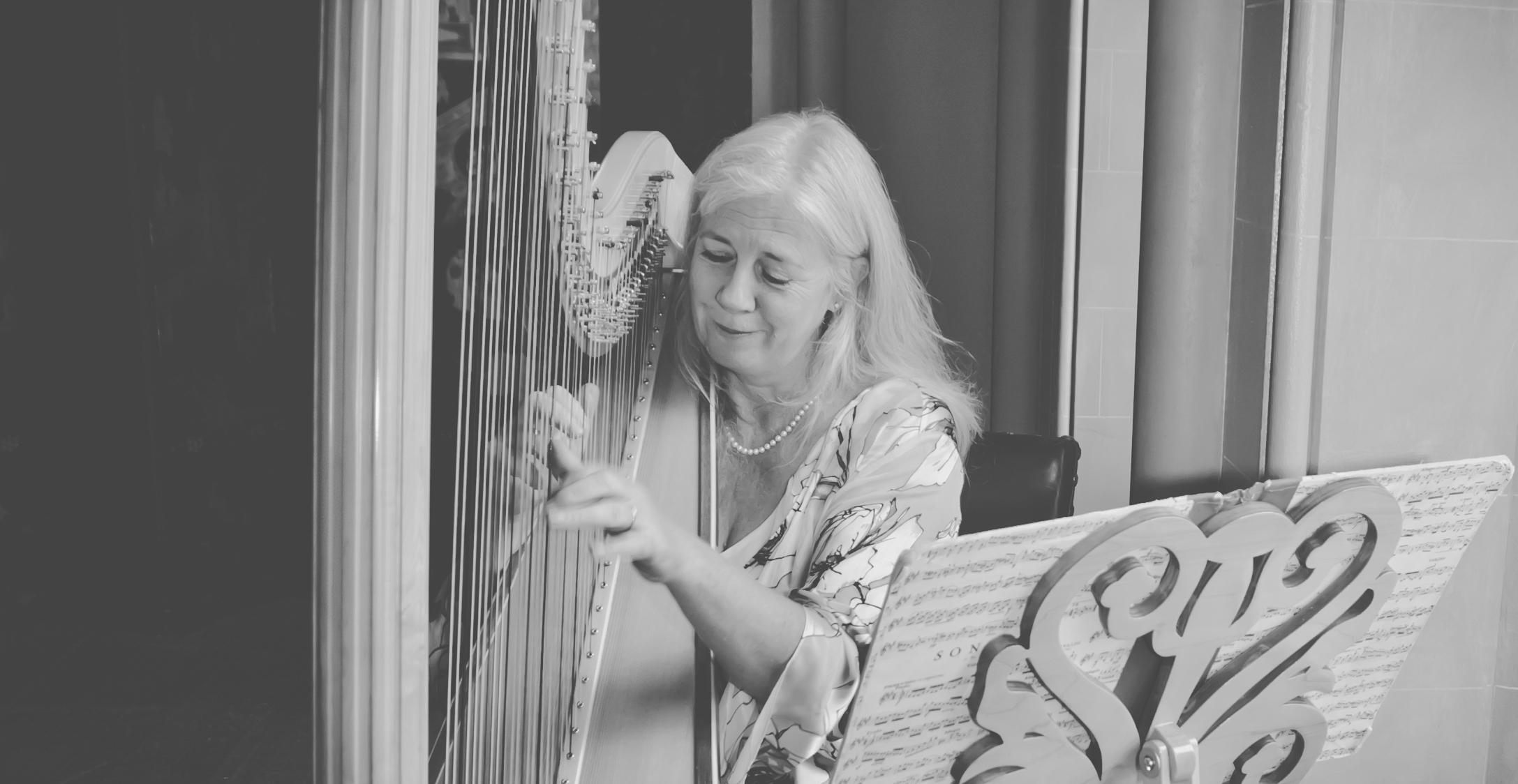 004  - Xenia Horne UK Harpist by Mark Pugh www.markpugh.com -5.JPG