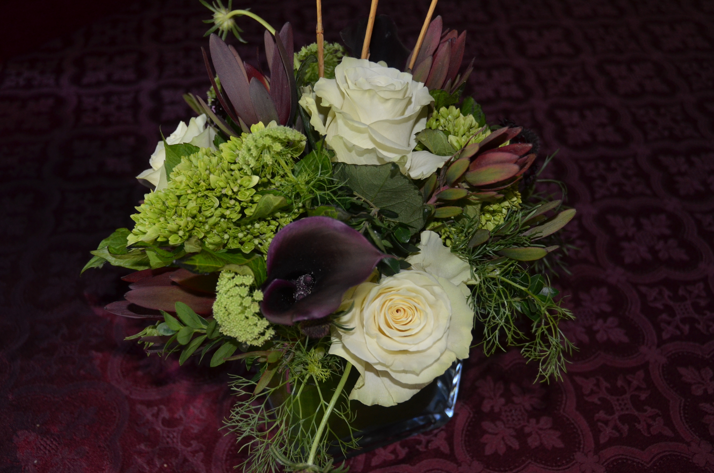 Add elegance to your table!  Contains: Mondial Rose, Calla, Leucadendron, Scabiosa, Queen Ann Lace