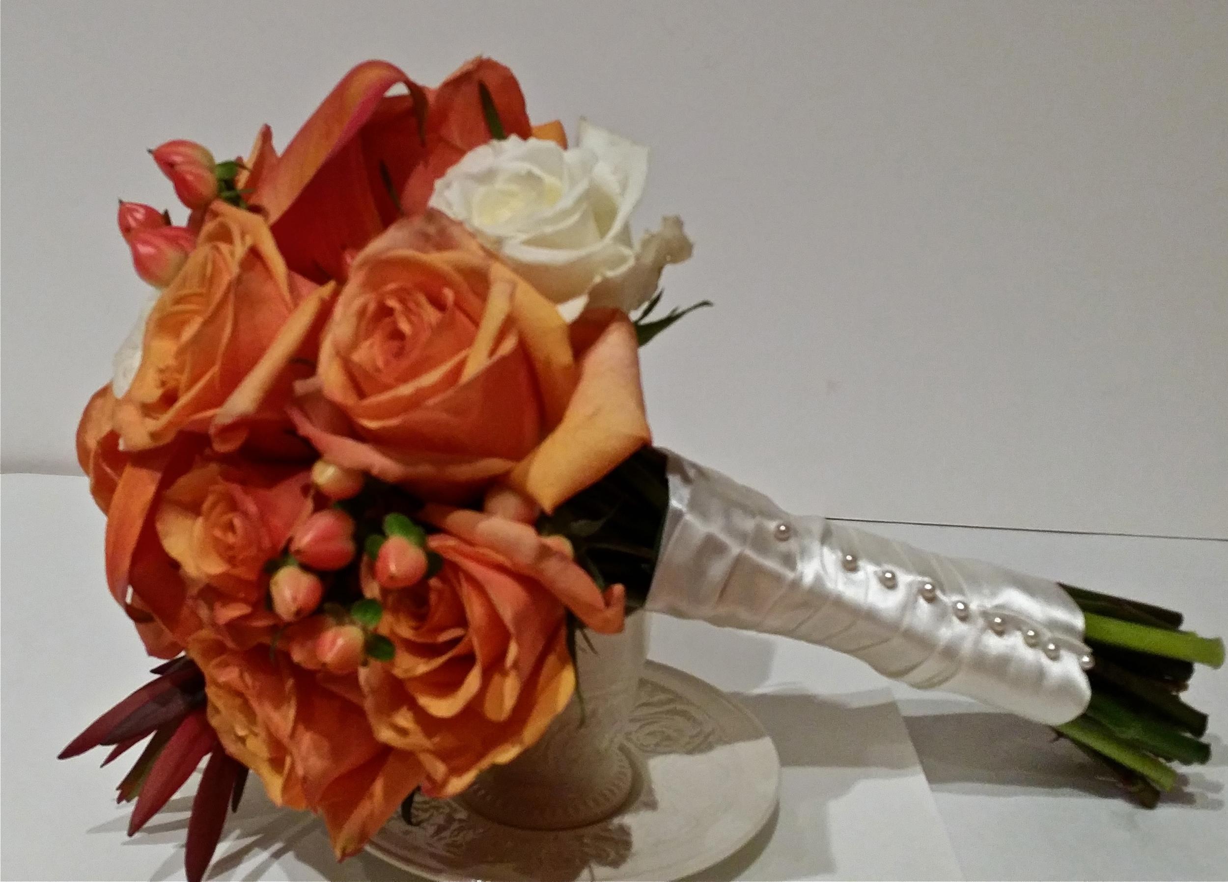 "A Fall wedding with ""Amber"" rose, peach Hipericum, and Calla"
