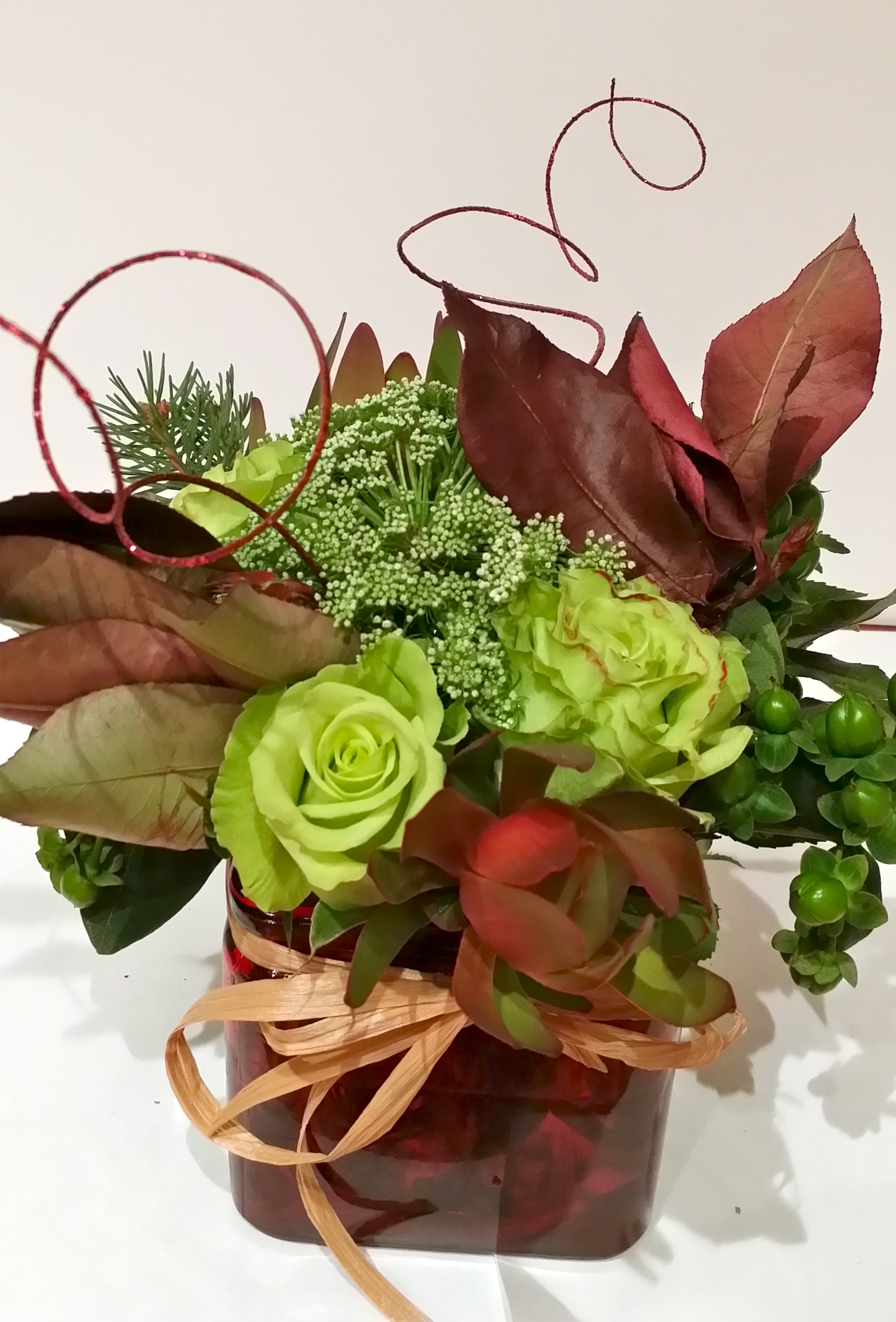 Super Green Roses, Hypericum Berries,