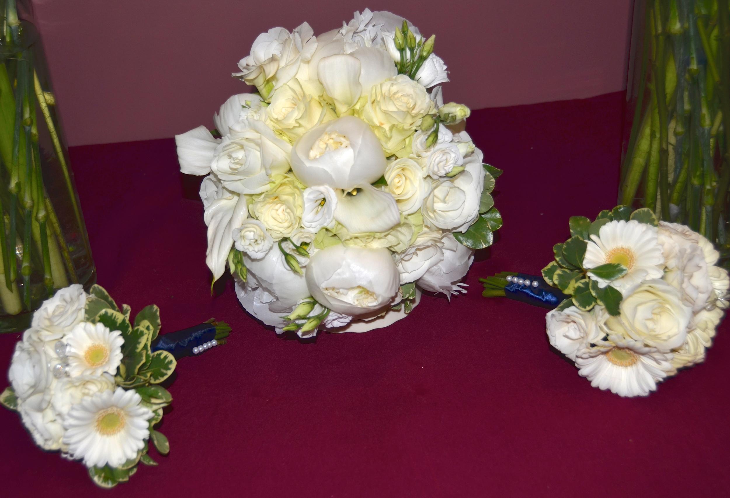2015 wedding walsh bridal bouquet and flower girls.jpg