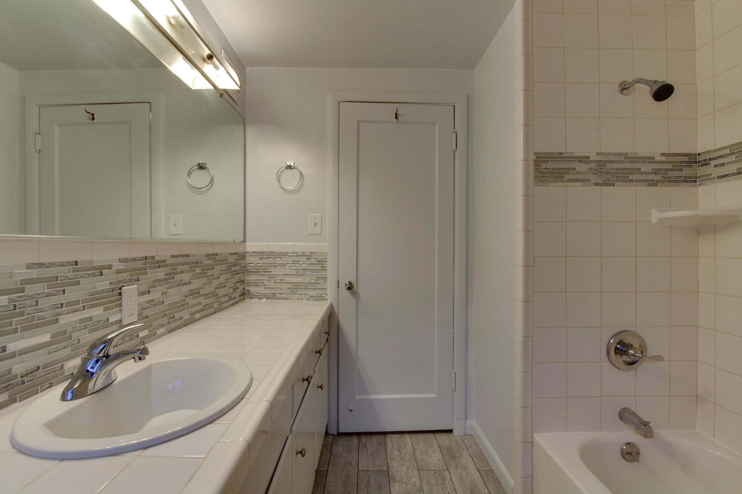Bathroom-8425.jpg