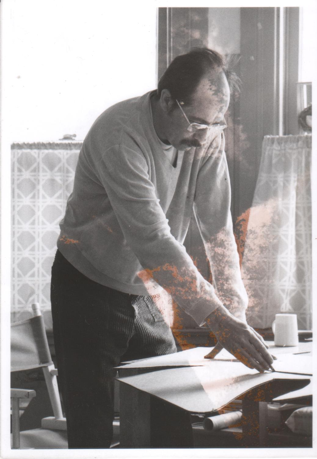 Horst Leissl himself working on a painting. Credit to https://theartofhorstliessl.weebly.com/