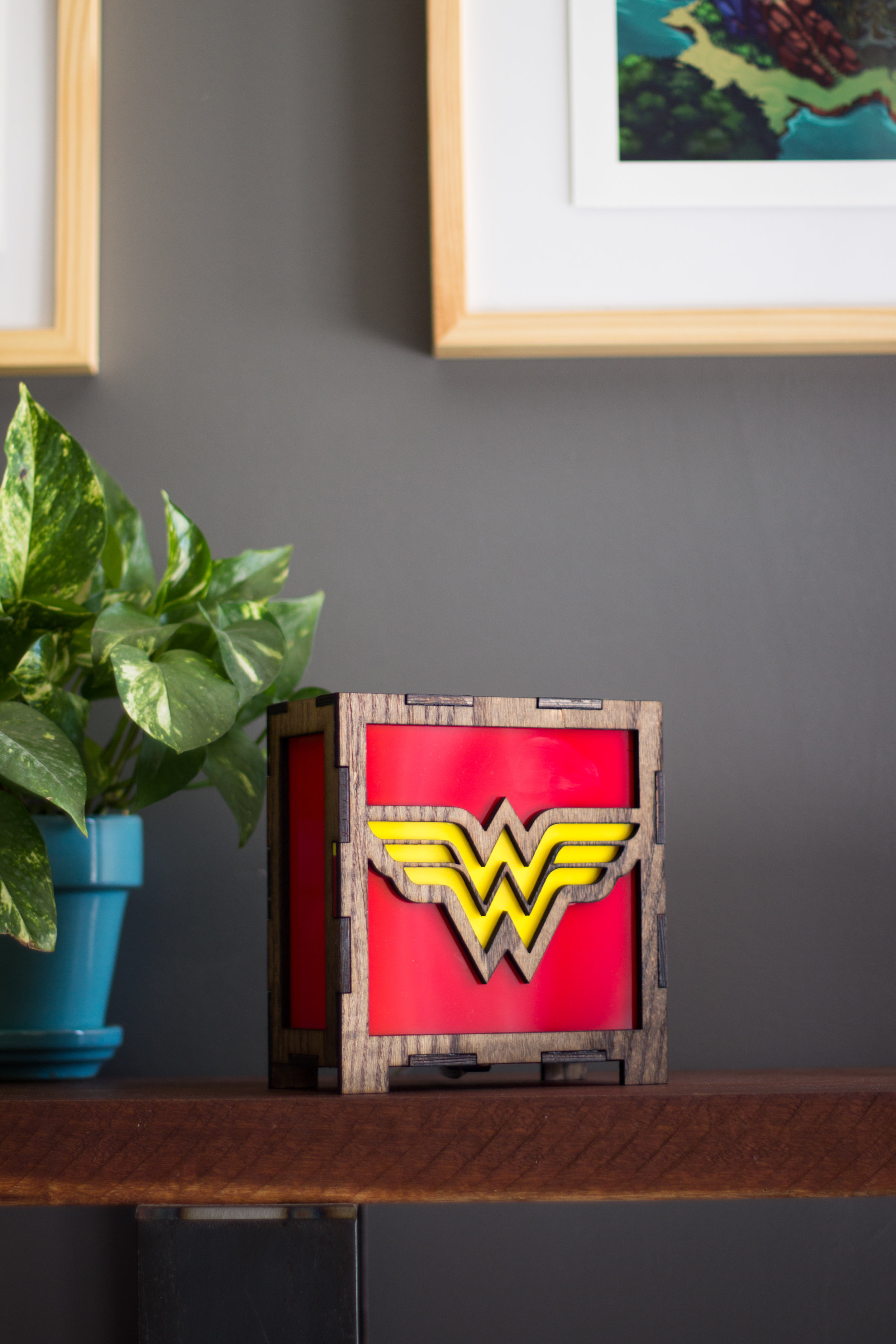 Wonder woman lamp 1