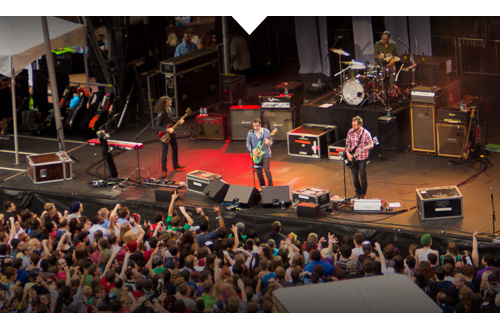 weezer-concert-promotion-for-microsoft's-downtown-portland-store-opening