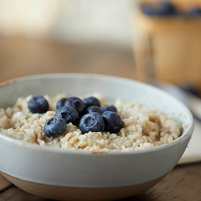 Remember to have a warm and healthy breakfast! #brianwetzstein #itmakesmehungry #foodporn #foodphotography #chicagofood #foodgram • • • • • #foodgasm #foodpics #foodlover #foodblogger #foodpic #foodies #foodblog  #oats #oatmeal #foodshare #blueberries #strawberries #yum #nomnom #feedfeed #chicagofoodauthority #foodforfoodies #igfood #chicagofoodie #breakfast #foodart #chicagofoodmag