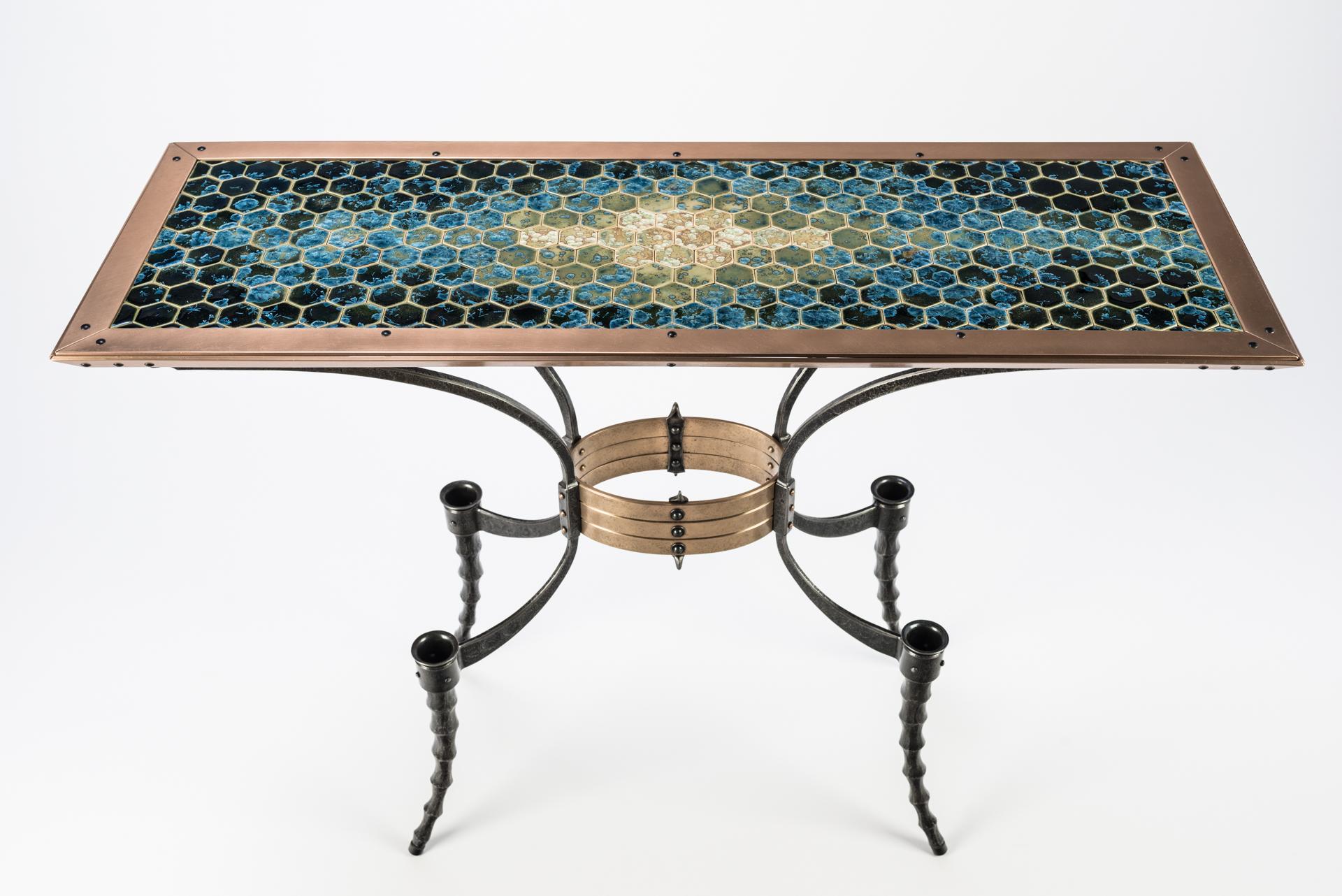 Wasp-waist Table