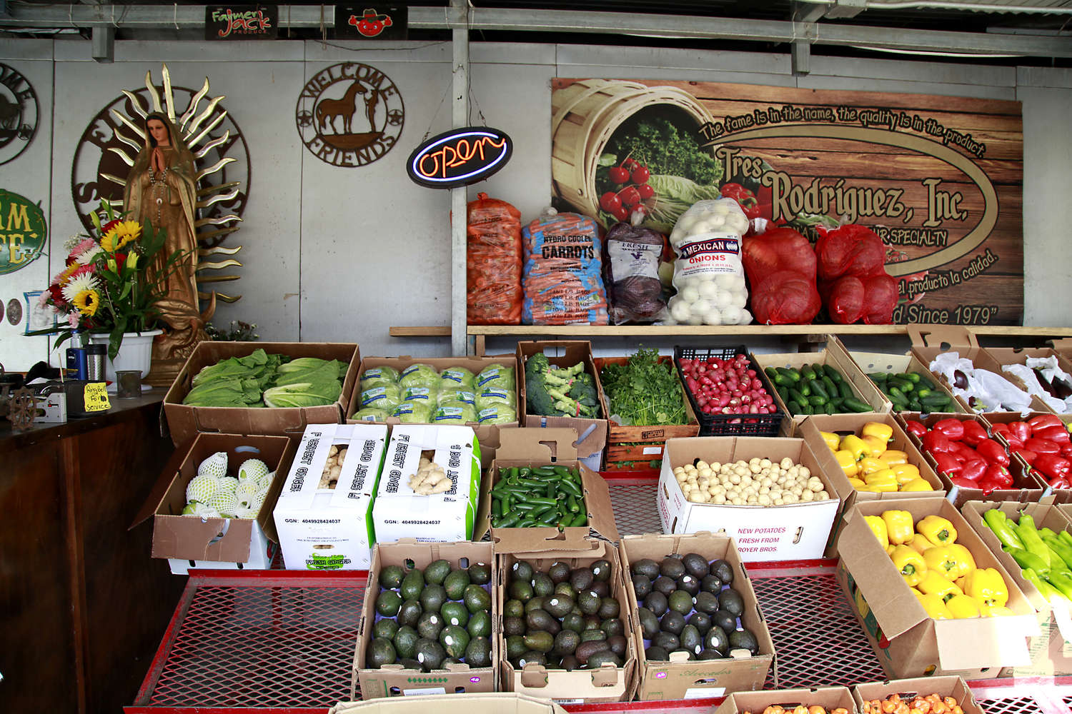 The Plant City Farm and Flea Market is a vast resource for resellers. They claim 90 percent of the produce, which comes from around the world, is sold to restaurants, grocery stores and roadside fruit and vegetable dealers. (LARA CERRI | Times)