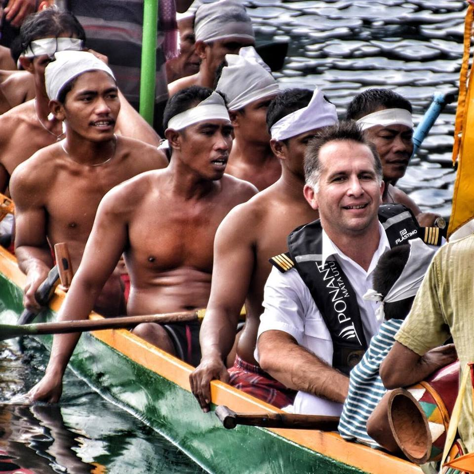 war canoe, banda islands