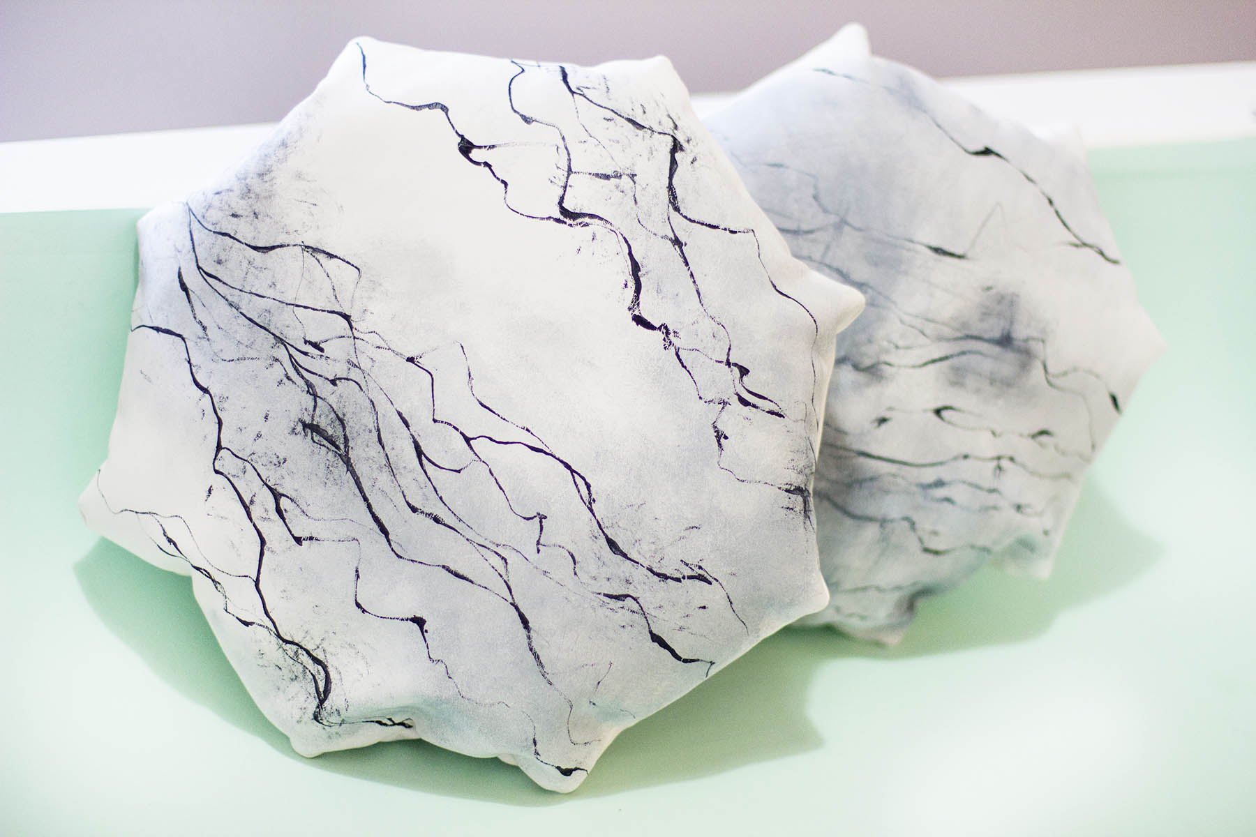 ohnorachio // liveit.loveit.makeit marble cushion DIY