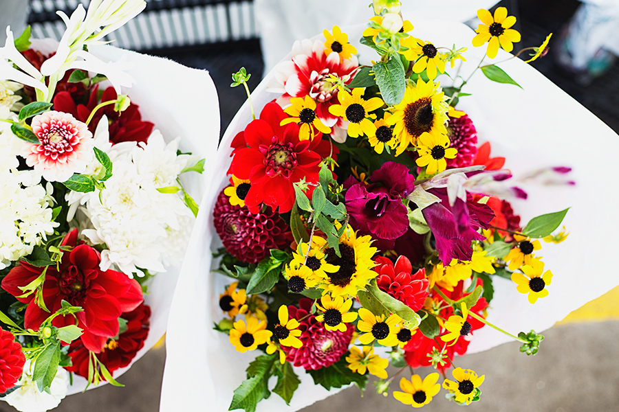 Kristen LeQuire photography Charlotte farmers market flowers.jpg
