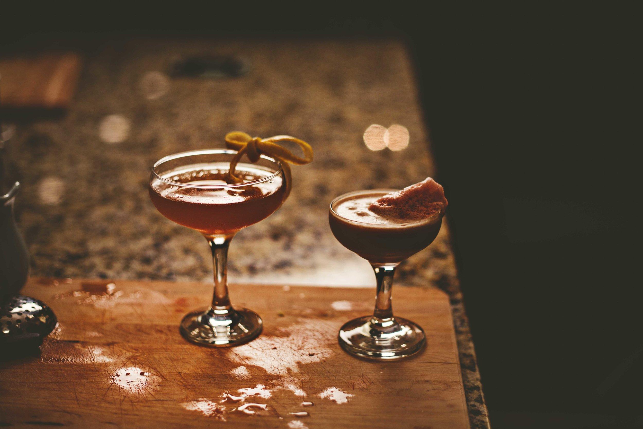 LeQuire-Photo-One-Table-debate-drinks-002.jpg