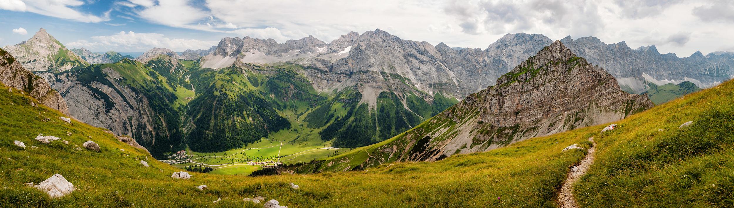 Panorama Ausblick auf das Karwendelgebirge