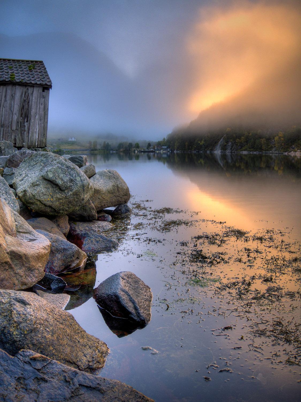 Bootshütte am Fjord