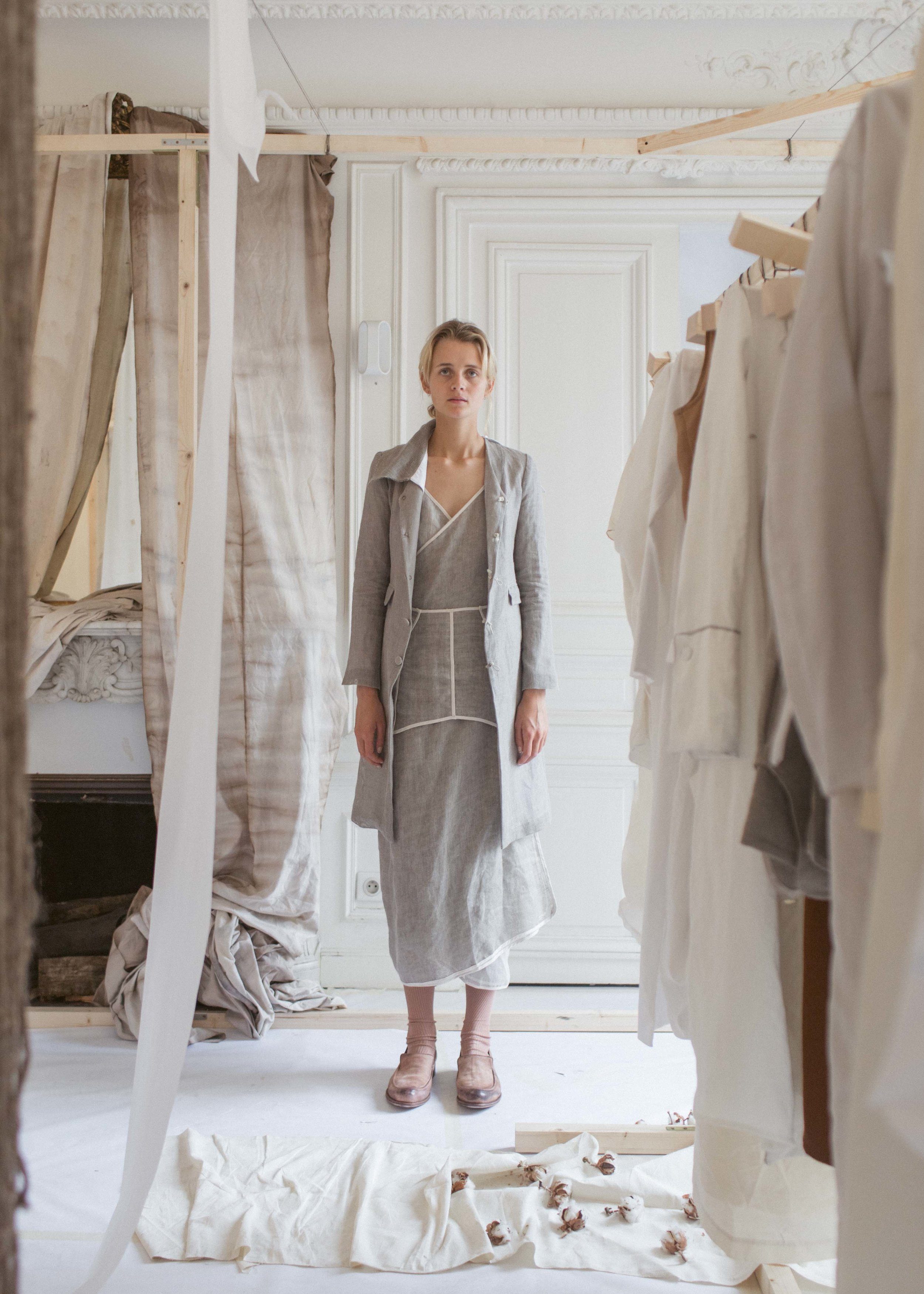 104SS18    COAT WITH REMOVABLE LINING AND COLLAR, MEDIUM LINEN MESH, GREY     99SS18    TWO PIECE DRESS, LIGHT LINEN MESH, GREY