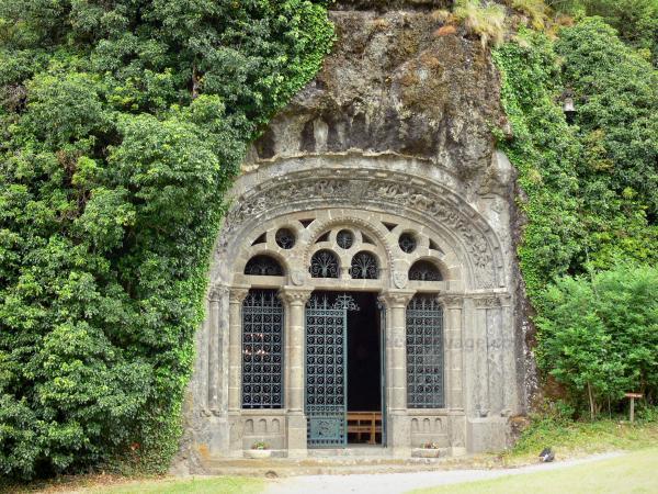 fontanges-monolithic-chapel-39682_w600.jpg